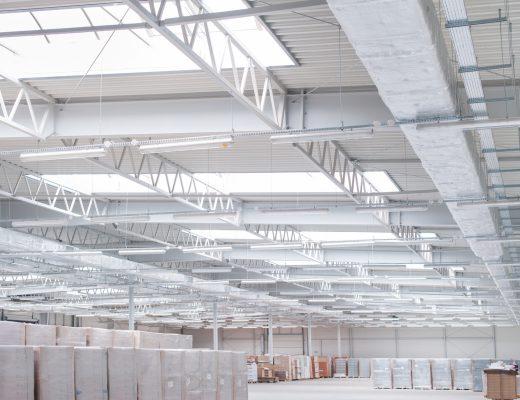 Konstrukcja stalowa dachu hali produkcyjnej i magazynowej