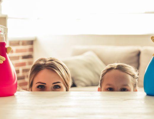 wycieranie kurzu w domu rodzinnym