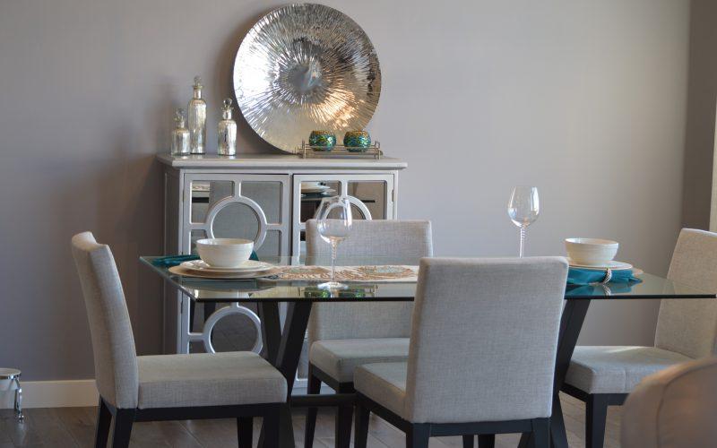 jadalnia-salon-z-krzeslami